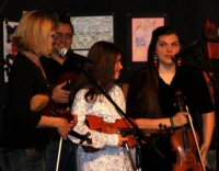 Young singers and fiddlers
